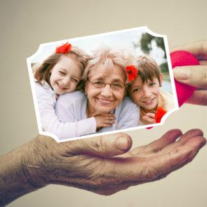 En el tratamiento de la demencia senil, la ayuda y el cariño de la familia es fundamental.