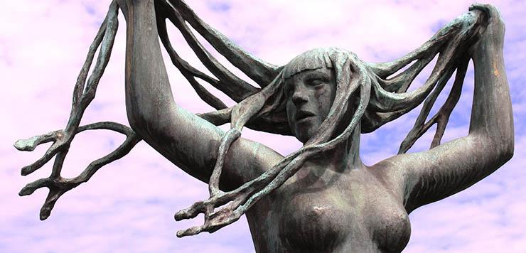 Escultura de una mujer