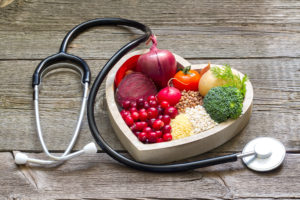 Una alimentación equilibrada es fundamental para bajar y controlar el colesterol