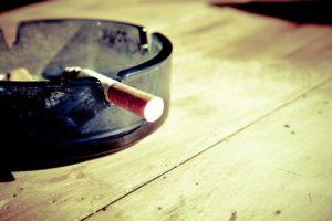 Si se es fumador, hay que dejar el tabaco semanas antes y no volver a fumar nunca