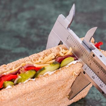 En el postoperatorio de la cirugía de la obesidad hay que seguir una dieta equilibrada.