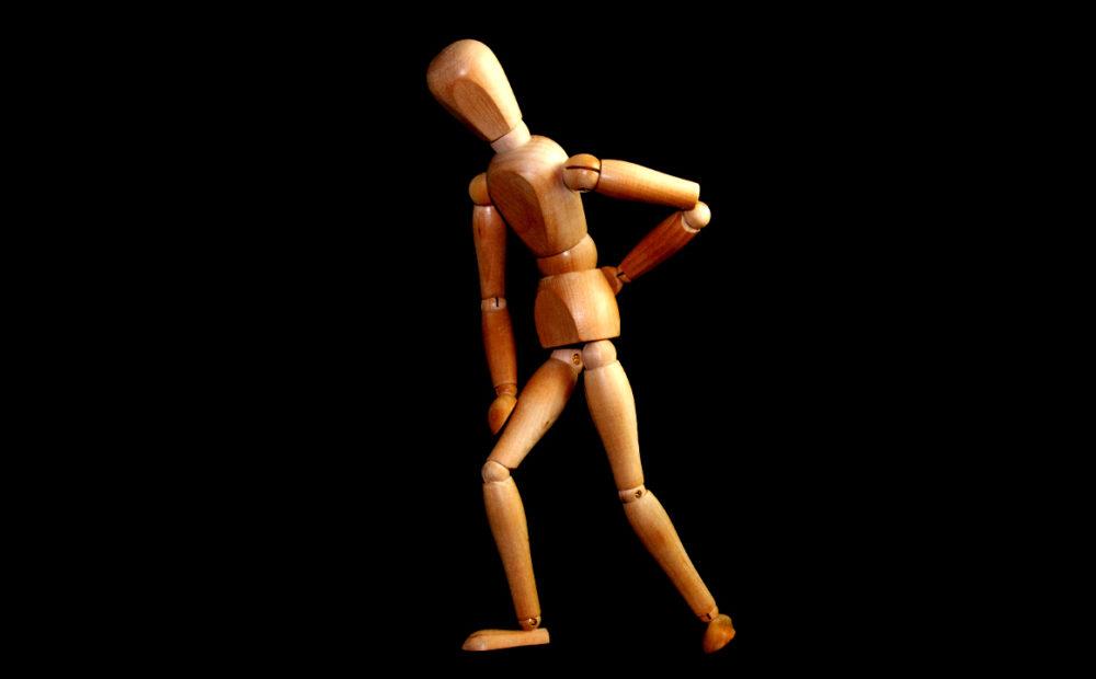 Los síntomas de la lumbalgia pueden acentuarse realizando determinados movimientos.