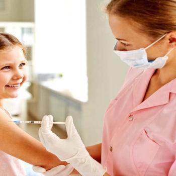 Se recomienda establecer el tratamiento en cuanto se presentan los primeros síntomas de la tos ferina.