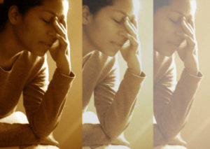 Los estados depresivos y de ansiedad también pueden causar la pérdida temporal del cabello.