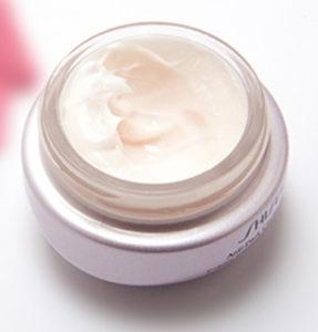 Existen cremas tonificantes de gran efectividad para solucionar el conflicto entre liposucción y flacidez.
