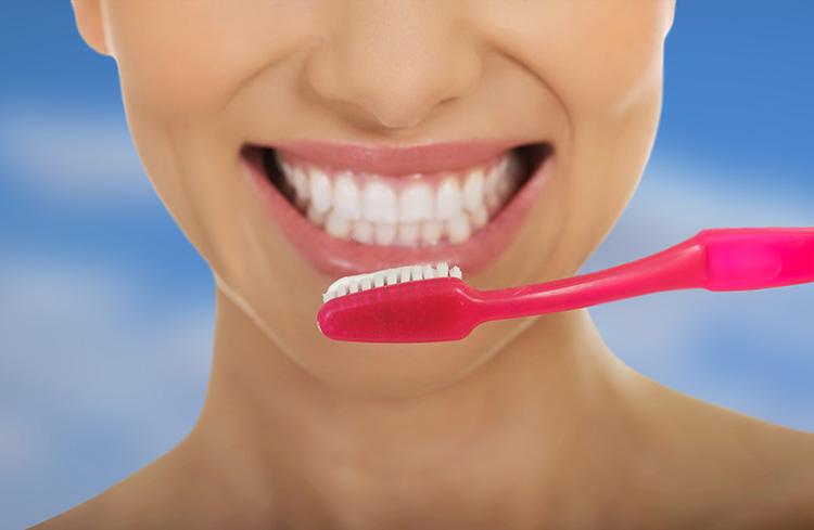 Los dentistas en Murcia también pueden aconsejar sobre los mejores métodos de limpieza dental.