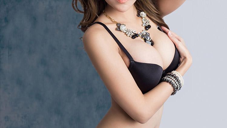La asimetría en los pechos puede detectarse de varios modos.