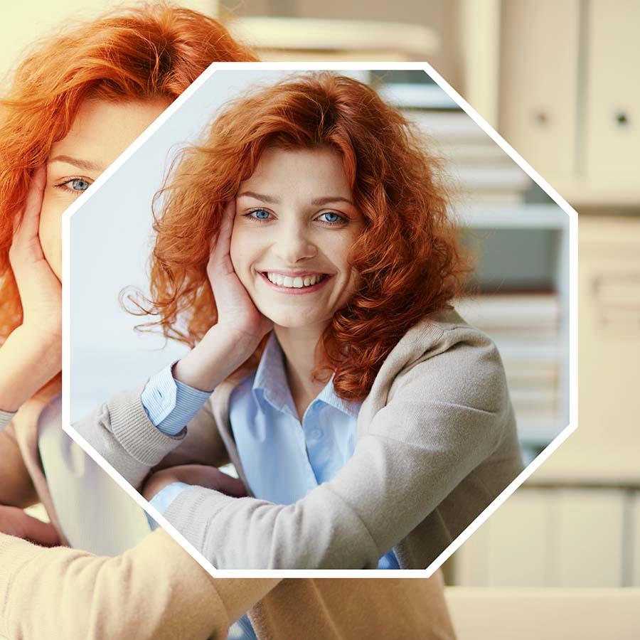 El blanqueamiento dental en A Coruña se puede realizar en la propia clínica o en casa.