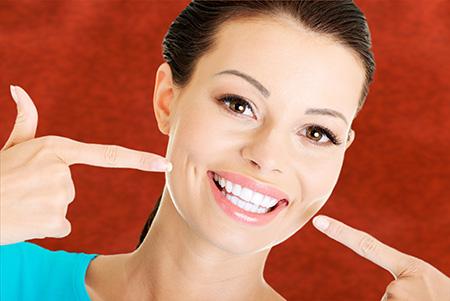 Para tener una dentadura sana, los dentistas en Valladolid recomiendan una limpieza dental al año.