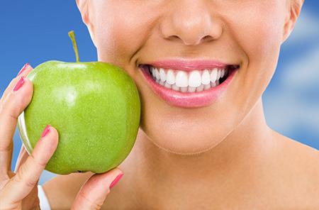 Los dentistas en Las Palmas insisten en la necesidad de cepillarse los dientes después de cada comida.