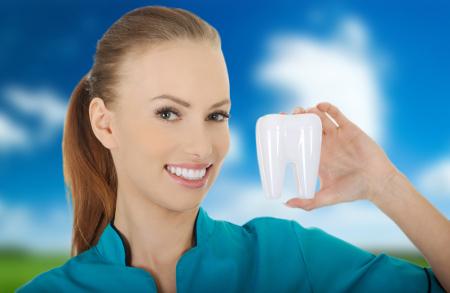 Existe una extensa variedad de tratamientos estéticos con los que alcanzar una sonrisa perfecta.