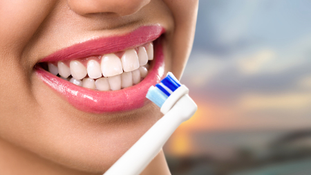 Una buena higiene bucal es un aspecto en el que hacen especial hincapié los dentistas en Madrid.