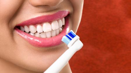 Los dentistas en Sevilla insisten en la importancia de una higiene dental idónea para prevenir la aparición de enfermedades.