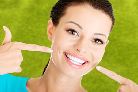 El blanqueamiento dental proporciona una gran satisfacción a todas las personas que se someten a él.