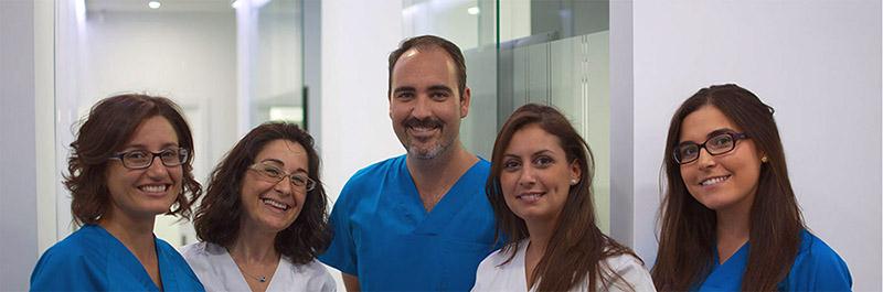 Equipo de profesionales de la Clínica Dental Ruiz Estrada.