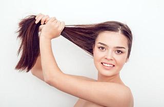 La alopecia también puede afectar a las mujeres.