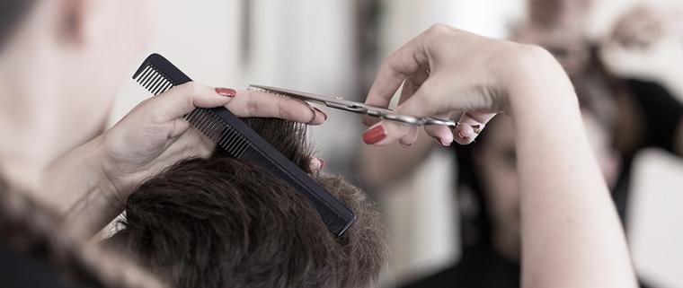 Podrás volver a ir a la peluquería tras un trasplante capilar en Madrid.