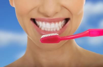 Una adecuada higiene bucodental es imprescindible en la prevención de afecciones que podrían convertirse en graves.