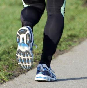 El ejercicio físico es también necesario para combatir la obesidad.