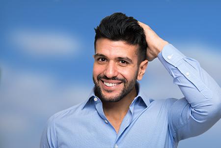El especialista en injerto capilar Barcelona estudiará los síntomas de la caída del pelo.