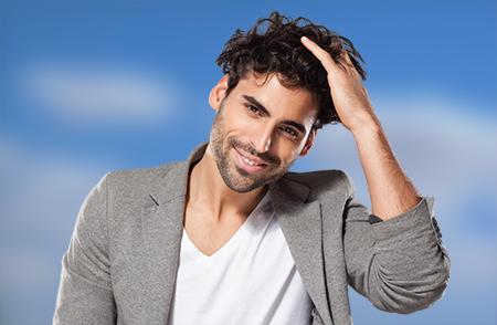 Según algunos estudios, la alopecia de origen genético comienza en la adolescencia.