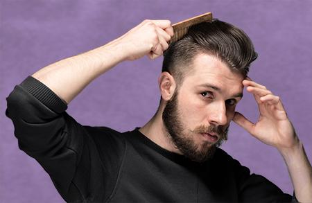 El pelo trasplantado no se cae, sino que sigue su ciclo de crecimiento como si estuviera en su zona de origen.