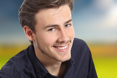 La ortodoncia es un tratamiento que se ha popularizado también entre los adultos en los últimos años.