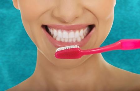 El paciente tendrá que aprender cómo limpiar de forma correcta sus dientes.