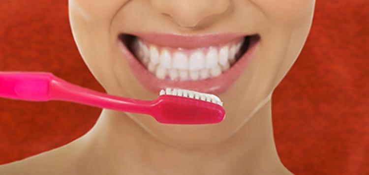 La ortodoncia en Torrente es una técnica que ayuda al desarrollo de los huesos de la cara y a corregir la mala posición de los dientes.