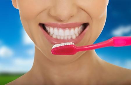 La higiene bucal y el cepillado de los dientes son cosas fundamentales durante la ortodoncia.