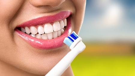 La ortodoncia no perjudica los dientes, pero es importante llevar a cabo un limpieza exhaustiva de la boca.