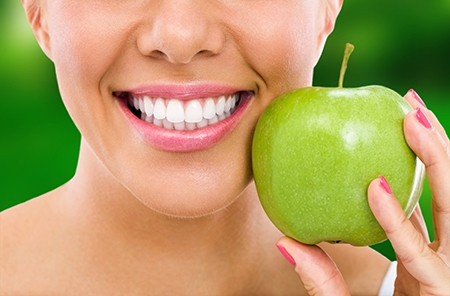 La salud de los dientes mejora considerablemente con un tratamiento de ortodoncia.