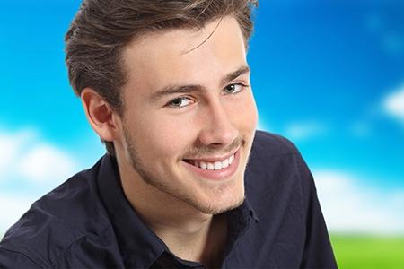 Los tratamientos de ortodoncia en adultos pueden combinar distintos métodos.