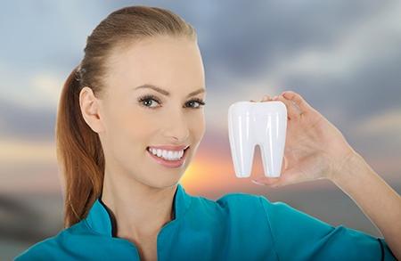 Es importante acudir con frecuencia al odontólogo para que revise el estado de la dentadura.