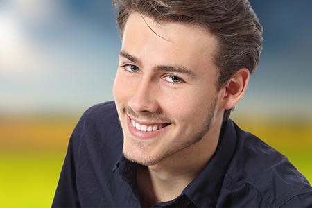 La genética o malos hábitos suelen estar detrás de los defectos en la alineación de los dientes.