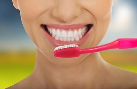 Sea cual sea el tipo de aparato, es fundamental cepillar los dientes al menos tres veces al día