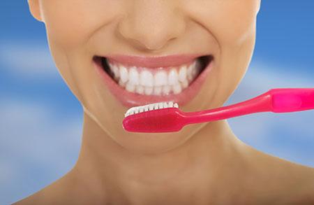 Los defectos en los dientes dificultan el cepillado de los mismos.