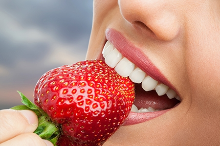 El paciente deberá tener cuidado con el aparato de ortodoncia en Huelva, especialmente a la hora de comer.