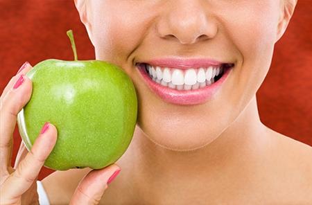 Hay alimentos prohibidos y recomendados durante un tratamiento de ortodoncia.