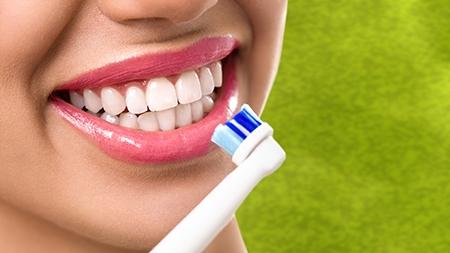 El tratamiento de ortodoncia en adultos va dirigido a modificar dientes definitivos.