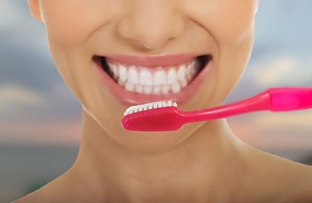 El cepillado debe ser exhaustivo durante la ortodoncia en Pozuelo de Alarcón.