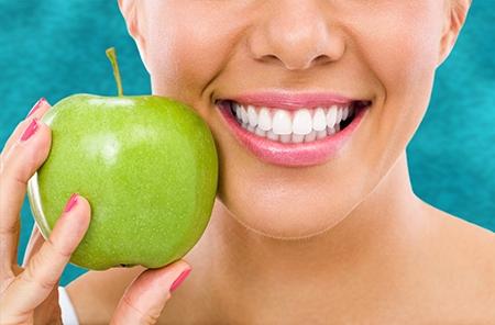 Los aparatos de ortodoncia no dañan los dientes, al contrario, permiten que duren mucho más años sanos.