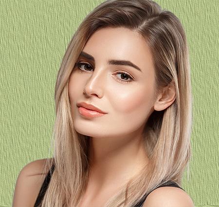 El cabello sintético es mejor para una peluca oncológica en Granada de cabello corto.