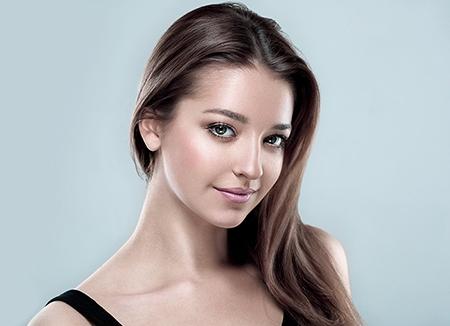 La peluca oncológica es una pieza que se coloca en el cuero cabelludo con un resultado muy natural.
