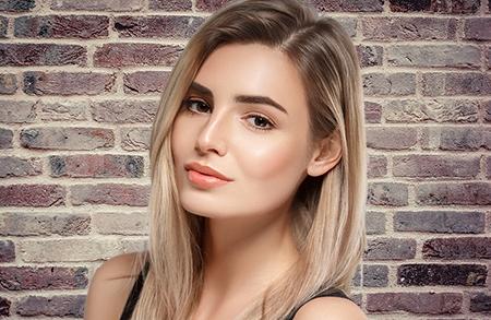Los cuidados que requiere una peluca oncológica varían según el tipo de cabello del que están hechas, natural o sintético.