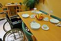 Mesa de comedor en una residencia de ancianos en Girona