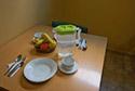 Mesa en el comedor en una residencia de ancianos en Badajoz
