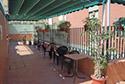Terraza con toldo en una residencia de ancianos en Badajoz