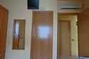 Habitación individual con Aire Acondicionado,     Television y cuarto de baño propio en una residencia de ancianos en Girona
