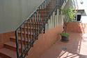 Escalera exterior en una residencia de ancianos en Badajoz